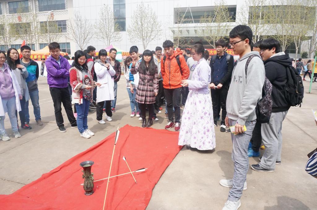 我校第六届大学生社团文化节开幕图片